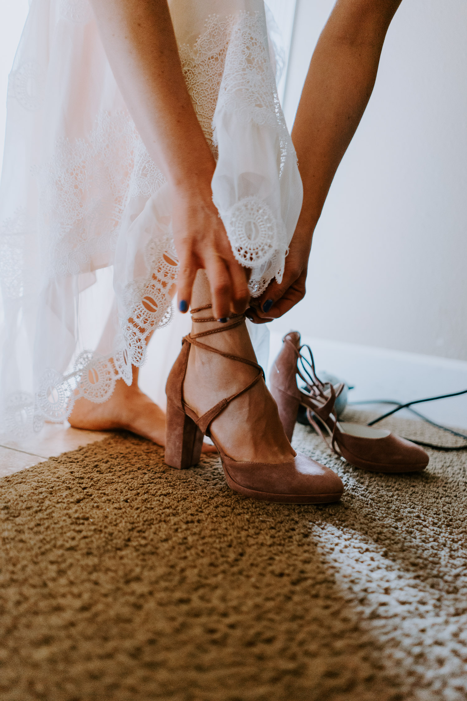 Colorado Wedding Photography, Intimate Wedding, Colorado elopement photography, crested butte wedding, bride putting on shoes