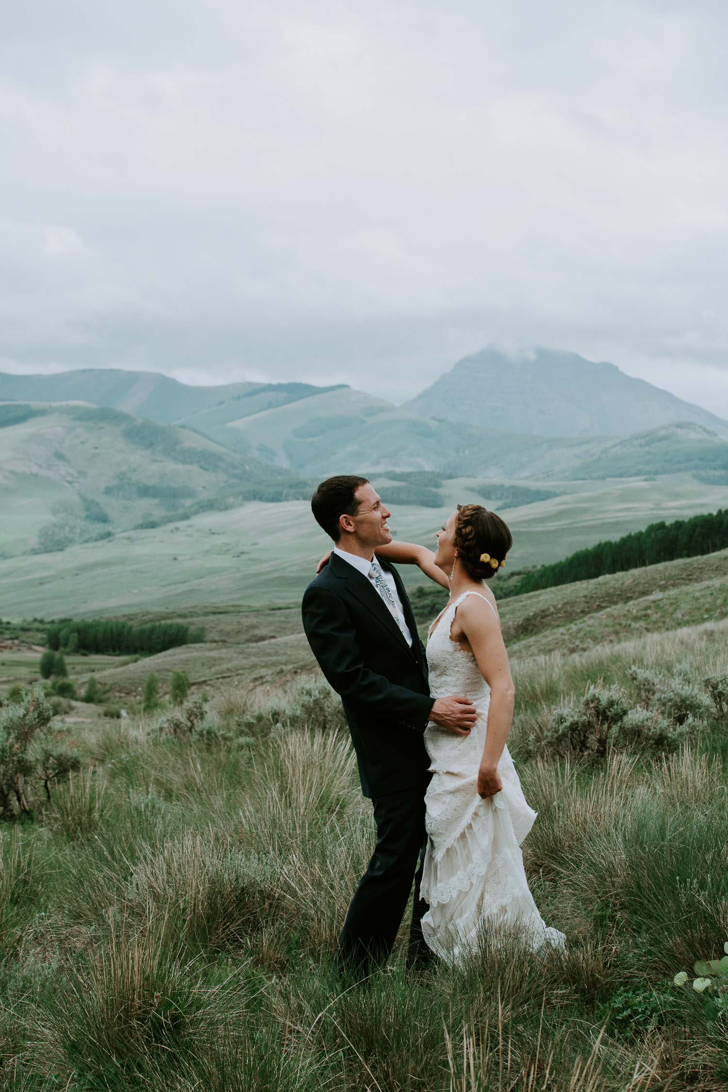 Colorado Wedding Photography, Intimate Wedding, Colorado elopement photography, crested butte wedding, bride groom dancing