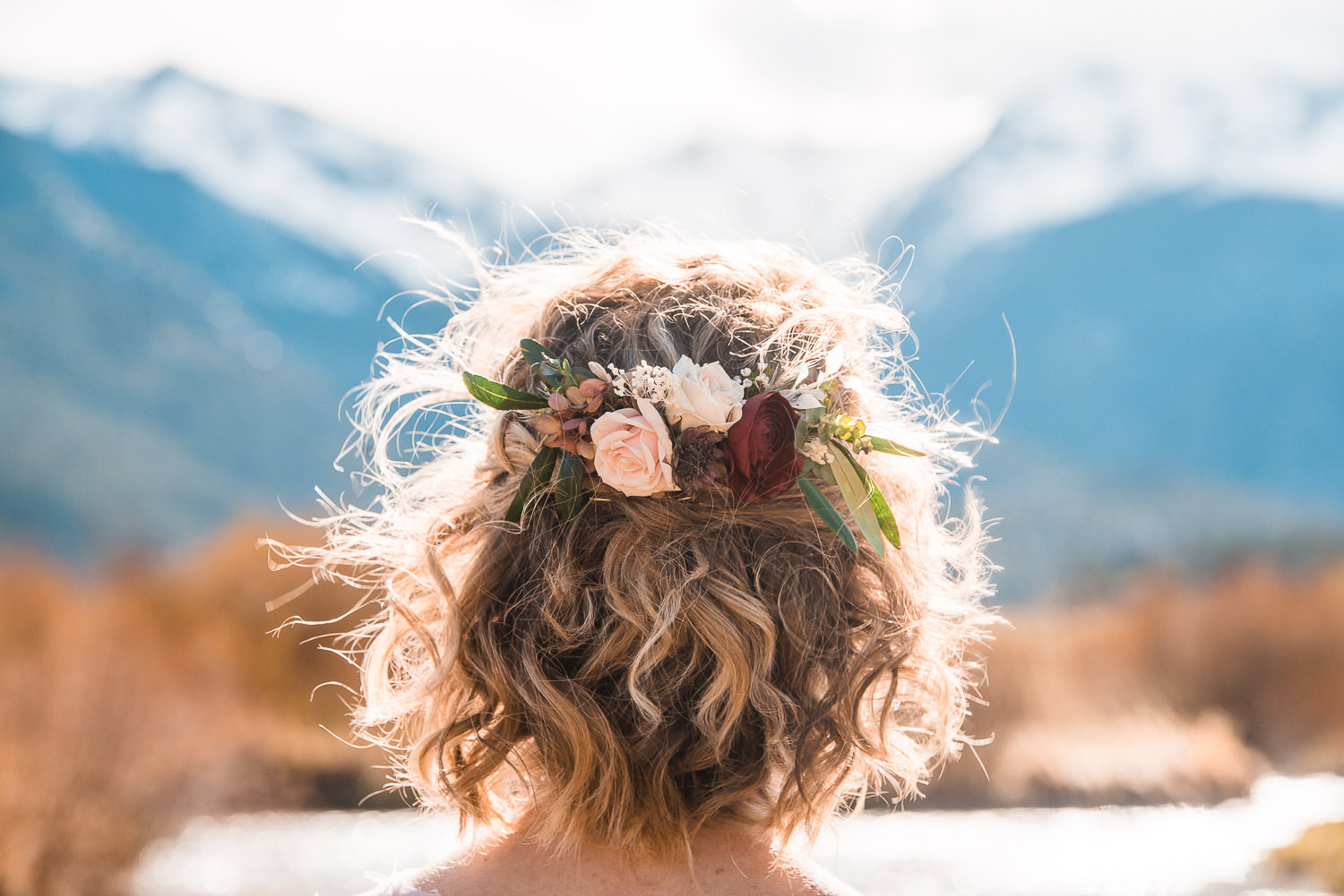 tiny rendezvous bride hair flowers