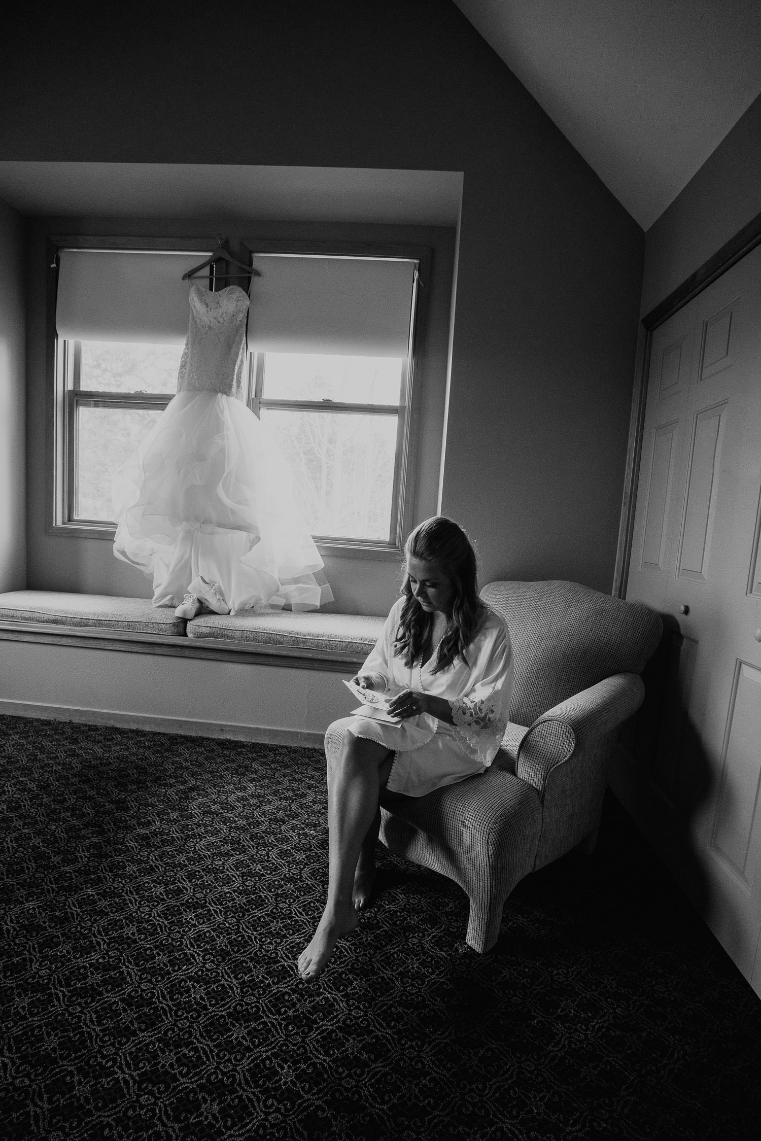 bride reading grooms letter