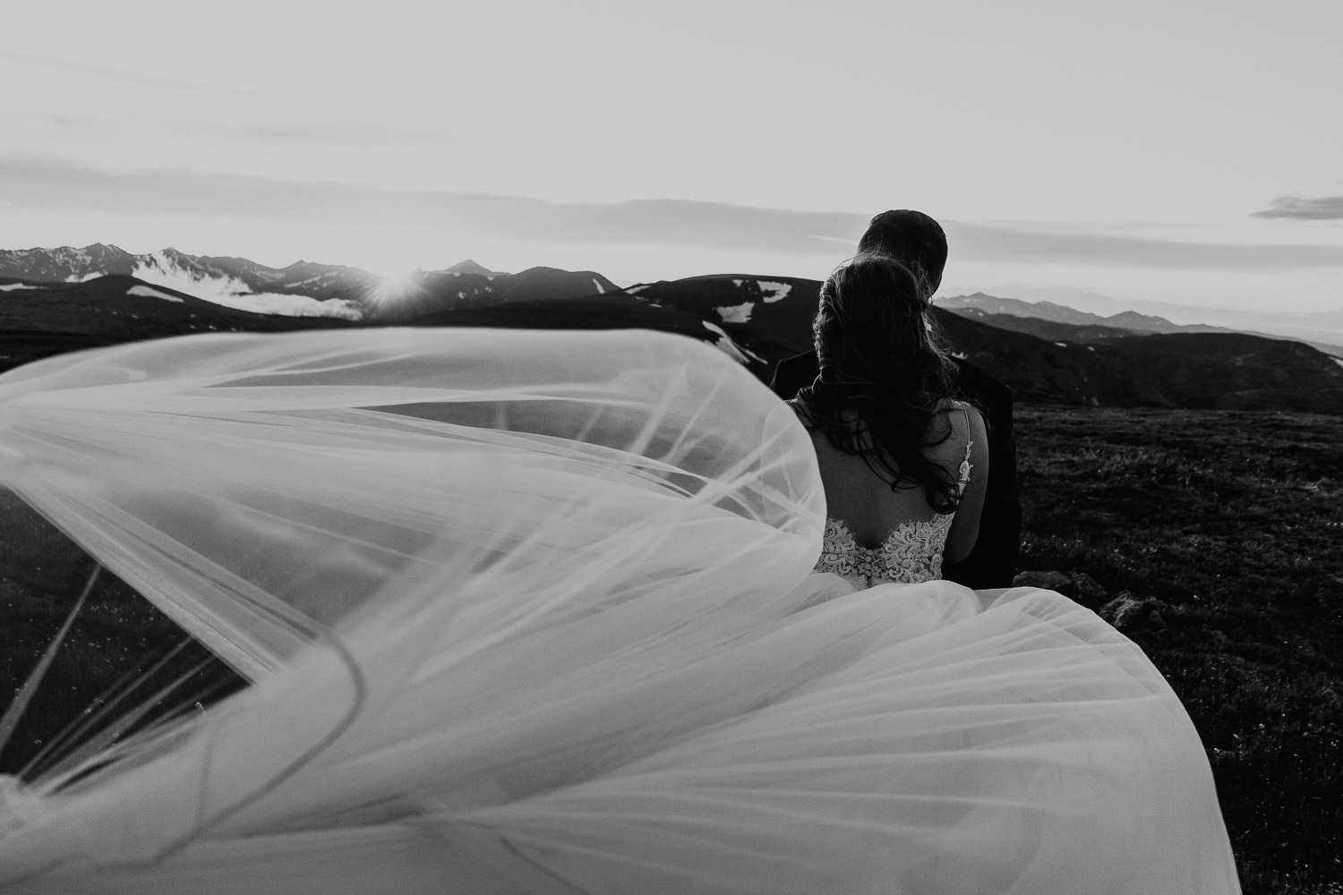 3M Curve Elopement | Run Wild With Me Photography
